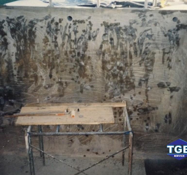 2.-ทำการซ่อมและปิดรูพรุนของคอนกรีต
